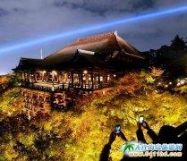 日本京都清水寺慈悲之光照射西方