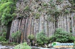 长白山旅游景点:鬼斧神工的五道沟风景区