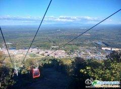 长白山风景图片――迷人的万达长白山度假村秋色