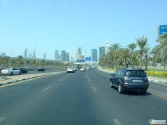 迪拜图片――空无一人的迪拜街路