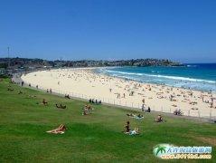 澳洲旅游图片:邦迪海滩浴场上的