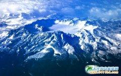 长白山天池开冰 再现大美景色